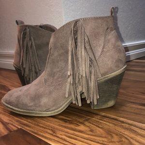 Faded Glory size 9 fringe boot grey